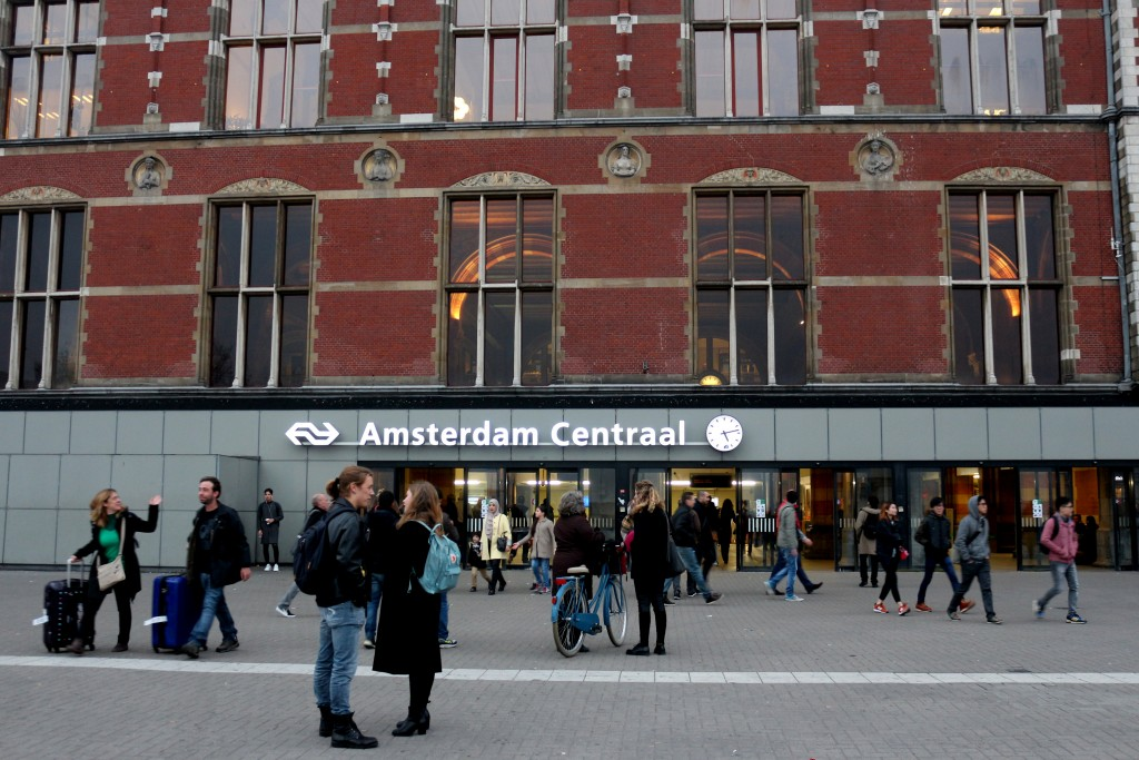 WHERE TO EAT AT AMSTERDAM CENTRAL STATION