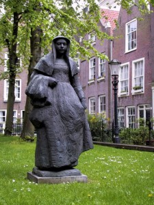 BEGIJNHOF AMSTERDAM • PEEK INTO THE PAST