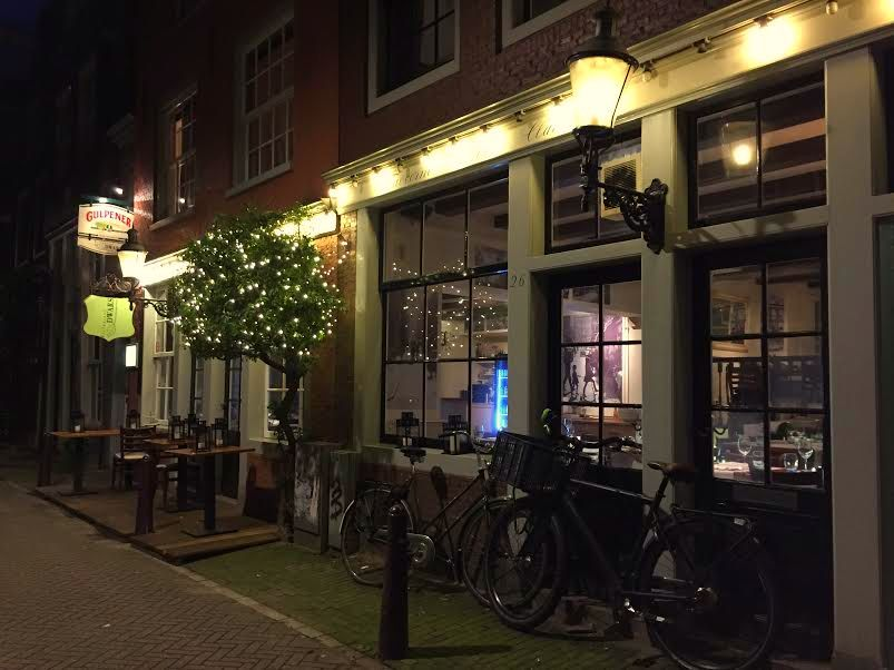 At Restaurant Dwars Burgundian Limburg and Amsterdam come together. Dishes from local organic produce paired with Dutch specialty beer in a cozy atmosphere in the heart of the Jordaan.