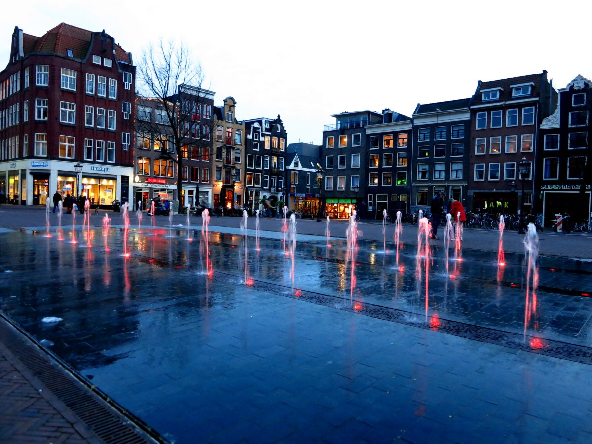 NEIGHBORHOOD GUIDE • AMSTERDAM HAARLEMMERBUURT - haarlemmerplein