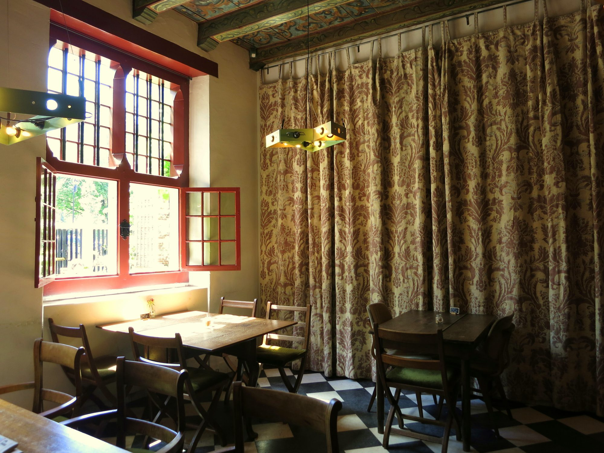 Hidden away in plain sight in the heart of one of the city's busiest areas is a secret garden and a lovely lunchroom and coffee shop.Koffieschenkerij De Oude Kerk is a wonderful small cafe housed in the oldest building in Amsterdam, the Oude Kerk.