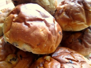 Are you a fan of Dutch cuisine? Soft breadrolls with currants and raisins inside, krentenbollen are often eaten for breakfast spread with butter or topped with a slice of cheese.