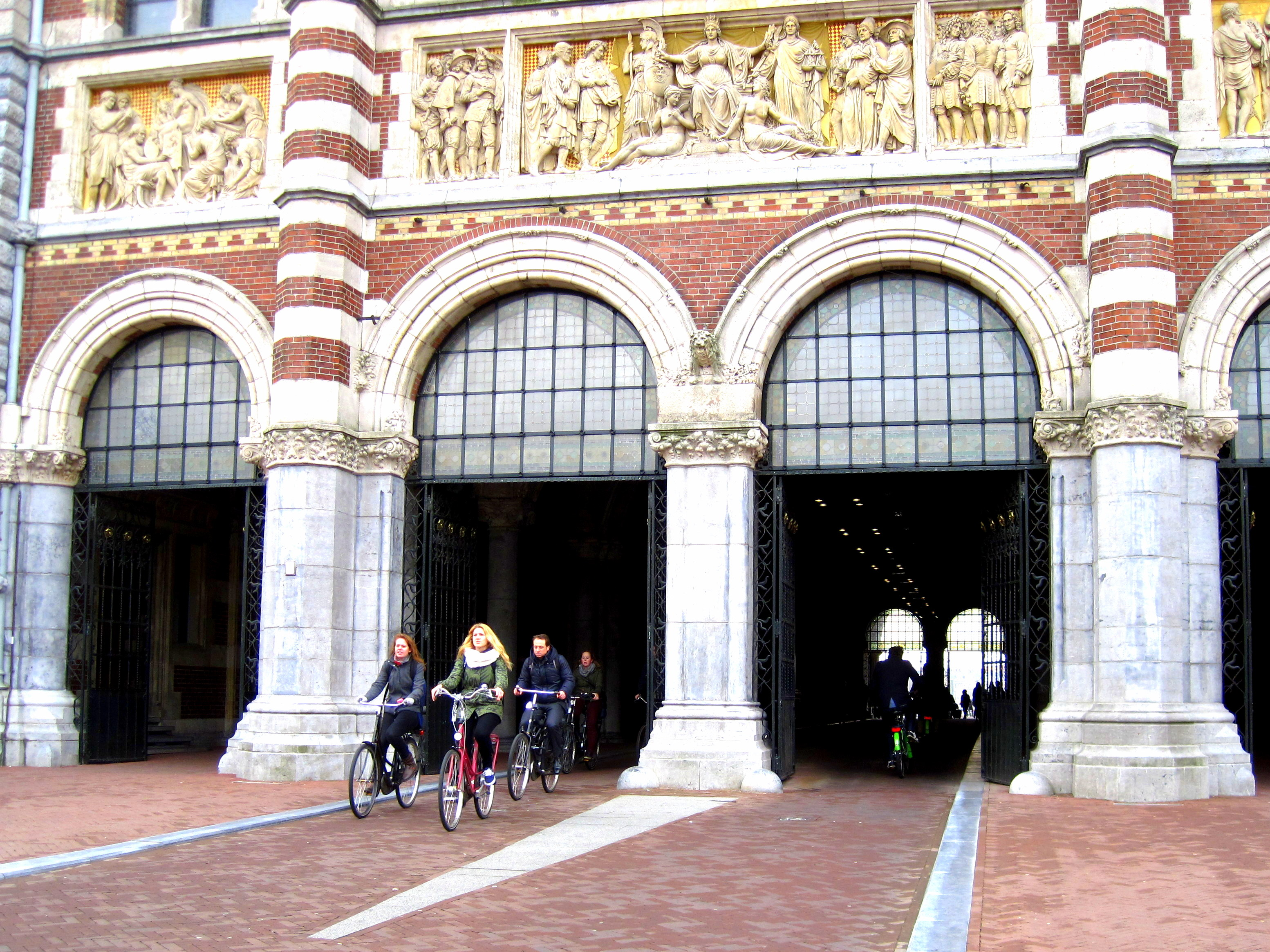 13 fun facts about bicycles in amsterdam for Amsterdam museum