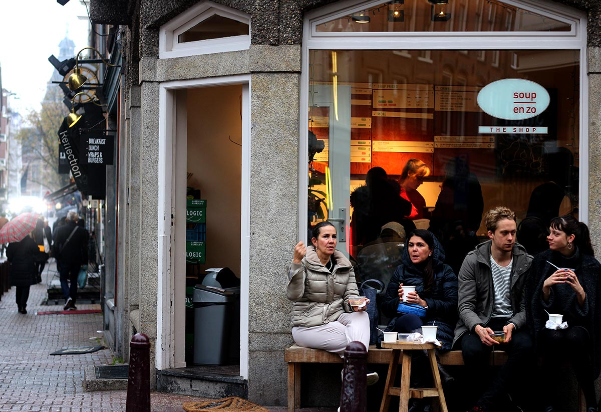 SOUP EN ZO • Warm soup in Amsterdam - Brrr...it's cold out! Doesn't warm soup sound nice? With 2 locations in the center, you can easily pop in for a bowl. Soup en Zo uses bio meats and many of their soups are vegetarian.