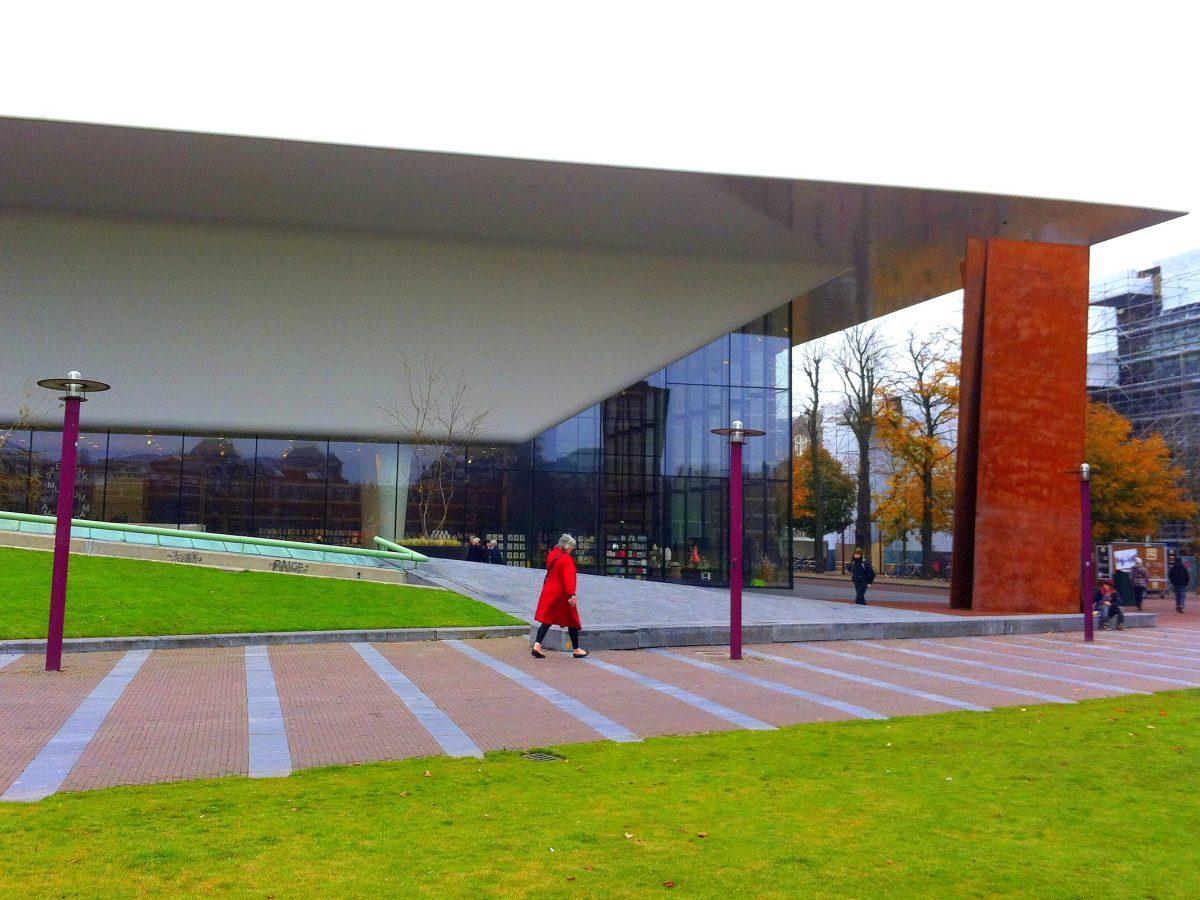 VIEW MODERN ART AT THE STEDELIJK MUSEUM AMSTERDAM