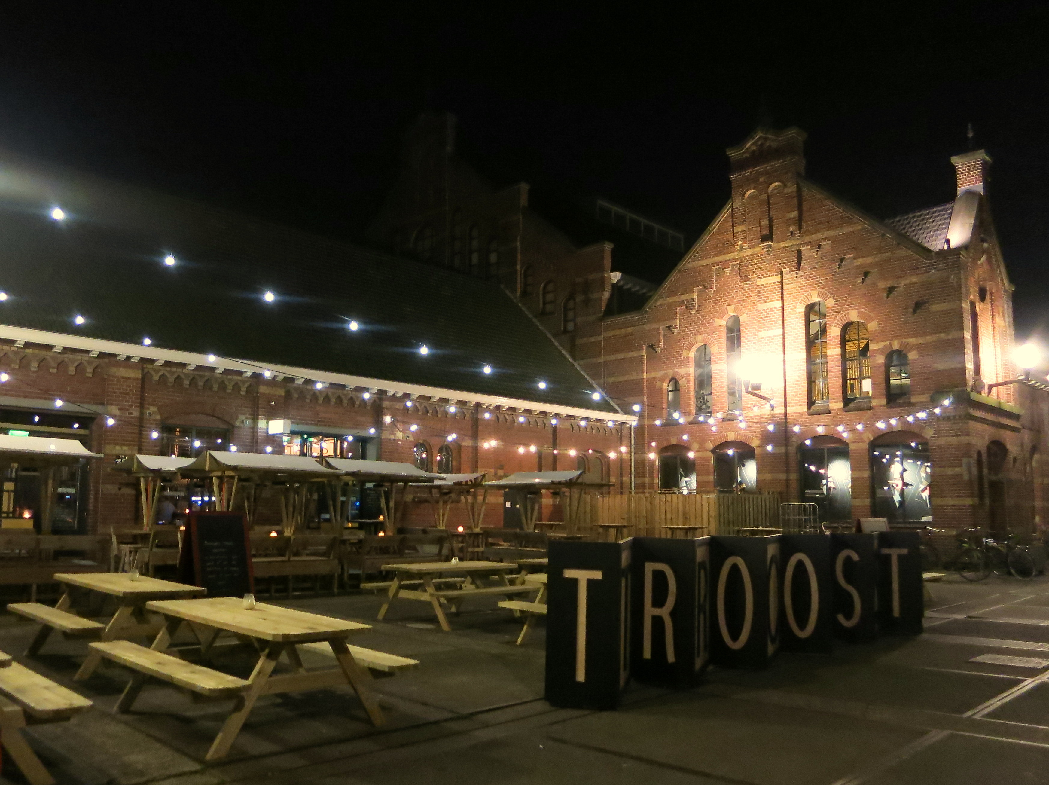 Thirsty for craft beer in Amsterdam? Here are 10 of our favorite local Amsterdam microbreweries! Brouwerij Troost awesomeamsterdam.com