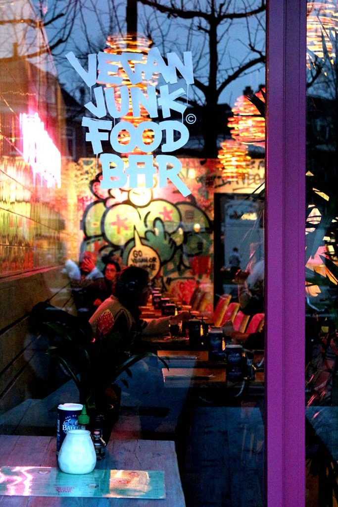 BEST VEGGIE BURGERS IN AMSTERDAM - Craving kapsalon, nuggets or even a burger but you don't eat meat? Never fear, Vegan Junk Food Bar is here. BEST VEGAN & VEGETARIAN FOOD IN AMSTERDAM