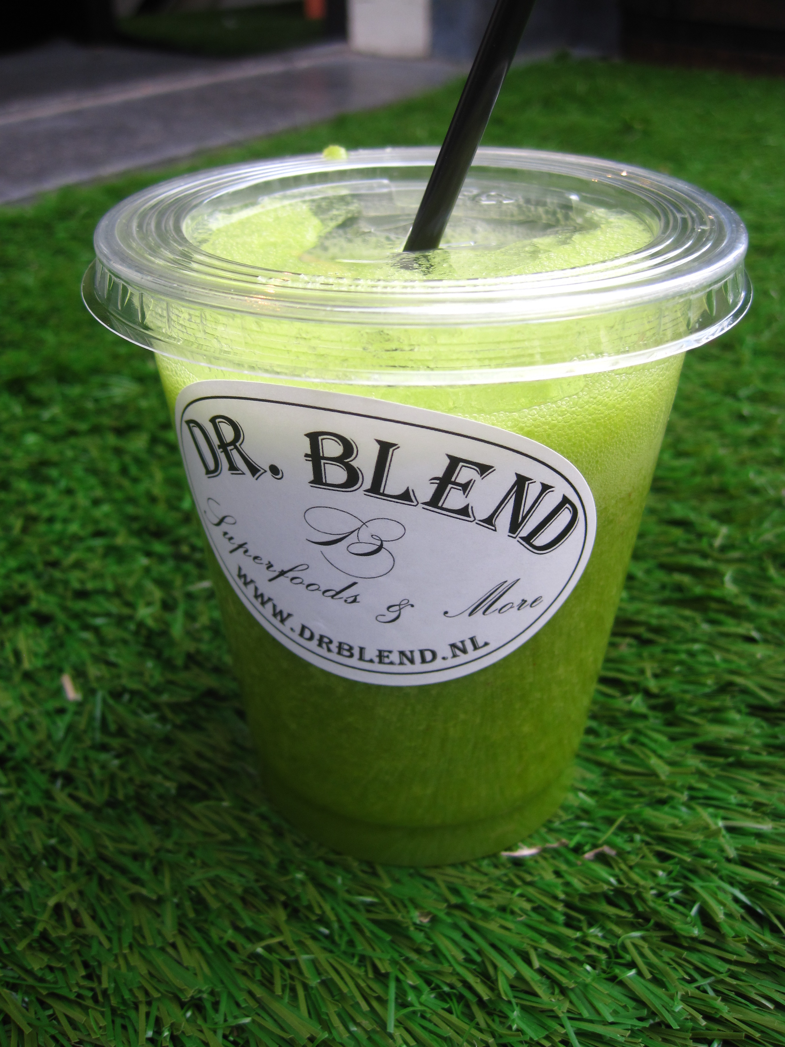 Do you love freshly squeezed fruit juice? Then pop by one of our favorite Amsterdam juice bars! Dr Blend Superfoods Juice Bar awesomeamsterdam.com