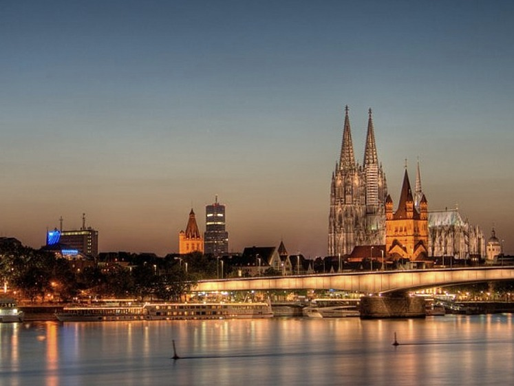 Amsterdammers often make the trip to Cologne for the Christmas Markets and Carnival but Cologne (or Köln) is a great place to see year round.