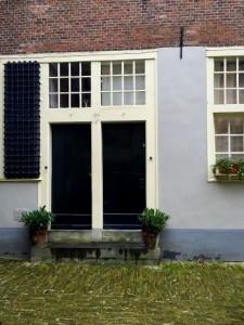 Discover the hidden hofjes in the Jordaan.
