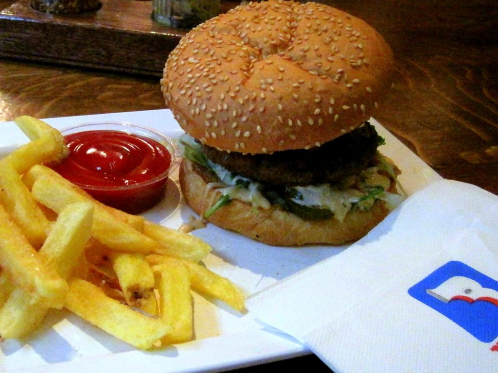 BEST SPOTS FOR LATE NIGHT DINING IN AMSTERDAM - burger bar