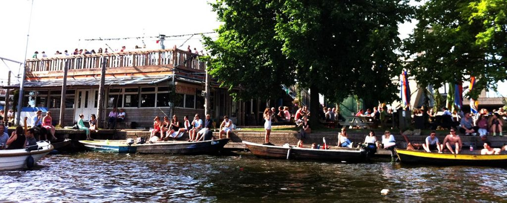 DOCK SOMEWHERE FOR A MEAL in Amsterdam like Hanneke's Boom