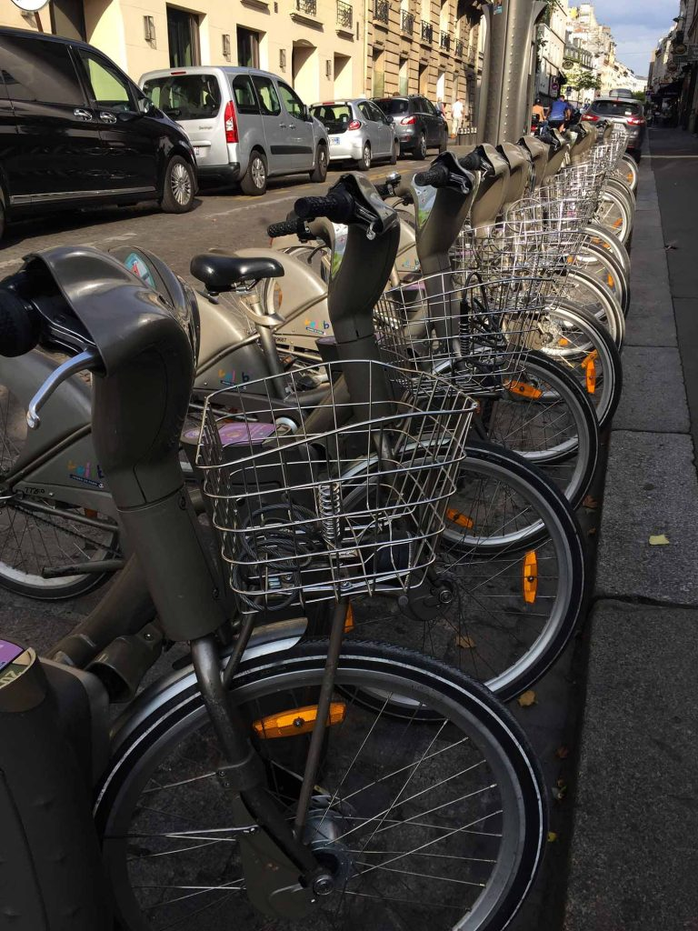 paris bikes - Ooh la la! Let's go to Paris for the weekend! Just a quick trip from Amsterdam on the train, Paris a perfect three or four day holiday.