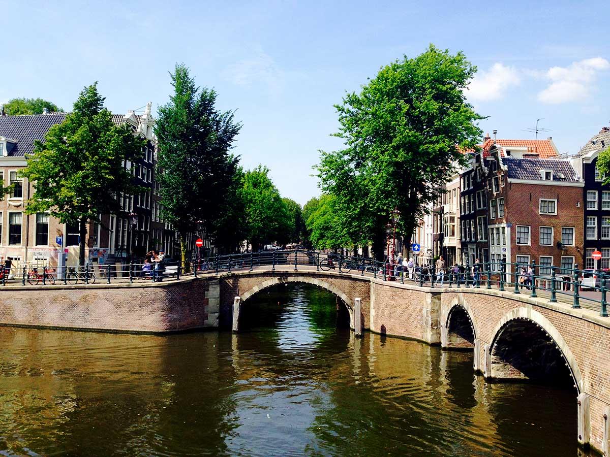 Amsterdam 39 s bridge of 15 bridges awesome amsterdam for Design bridge amsterdam