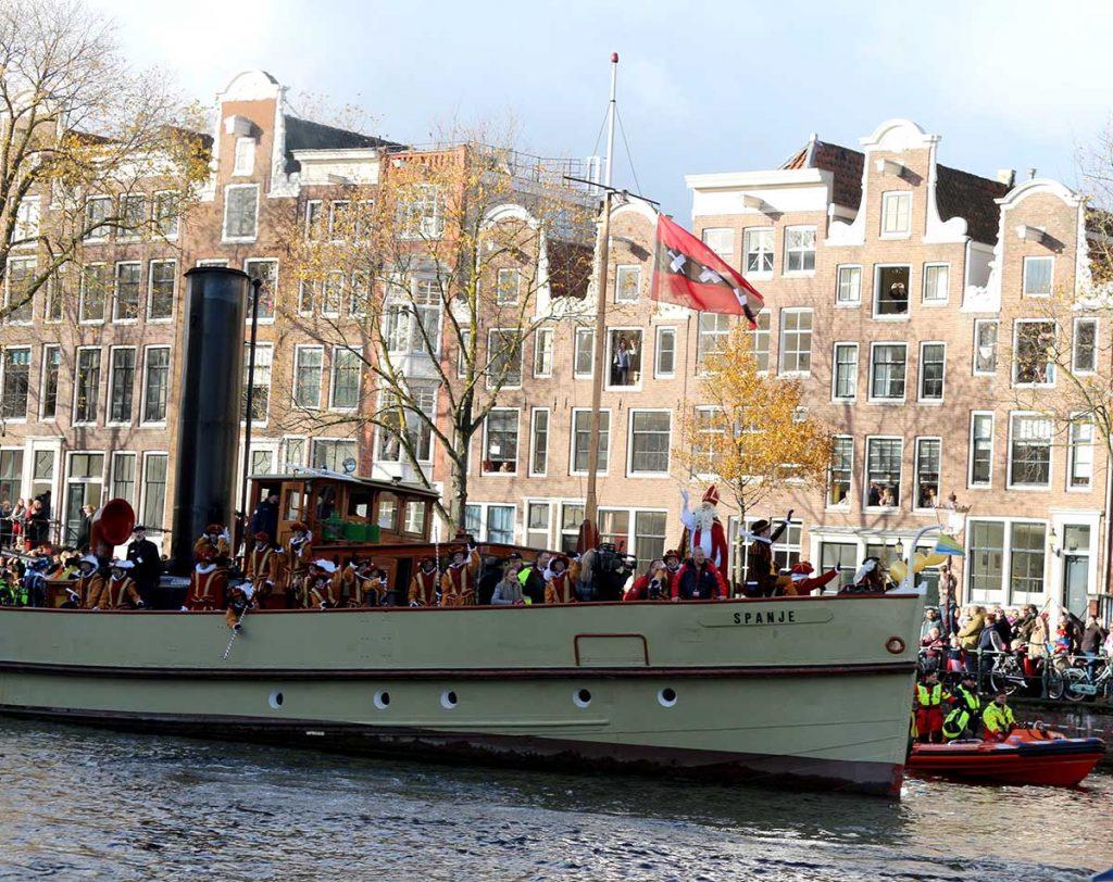 Sinterklaas in Amsterdam boat