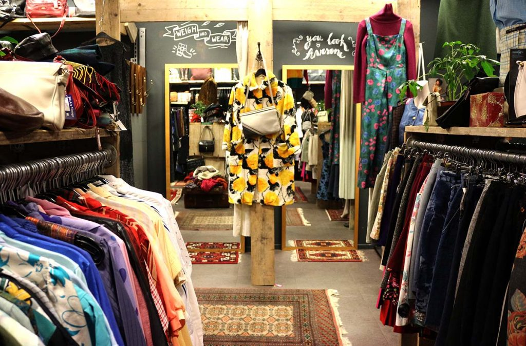 ae3edfab1229 BEST VINTAGE CLOTHING SHOPPING IN AMSTERDAM - cute shops + markets