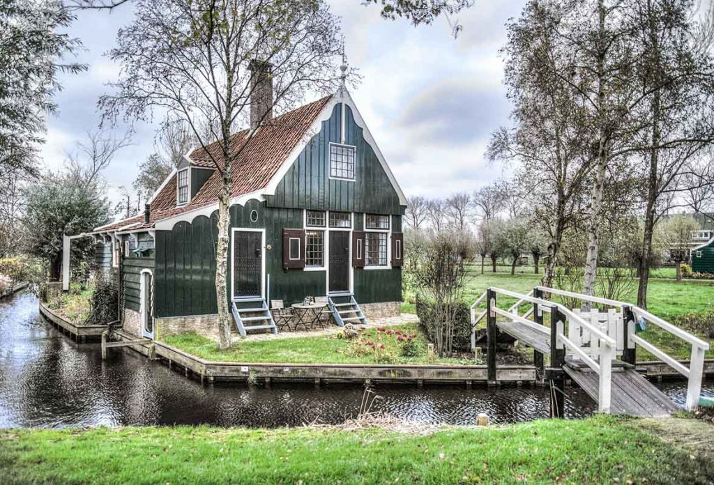 10 Day Trips from Amsterdam in Winter :: zaanse schans