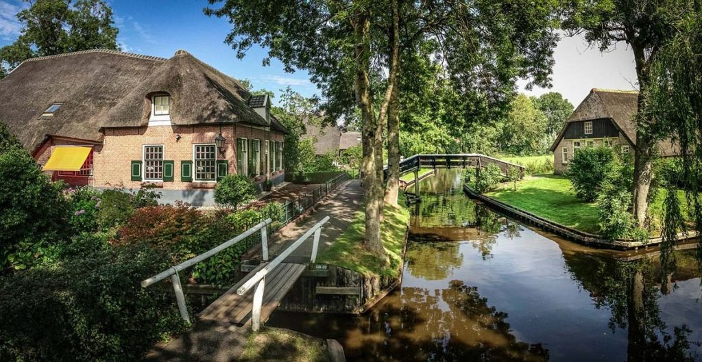 10 Day Trips from Amsterdam in Spring - Giethoorn