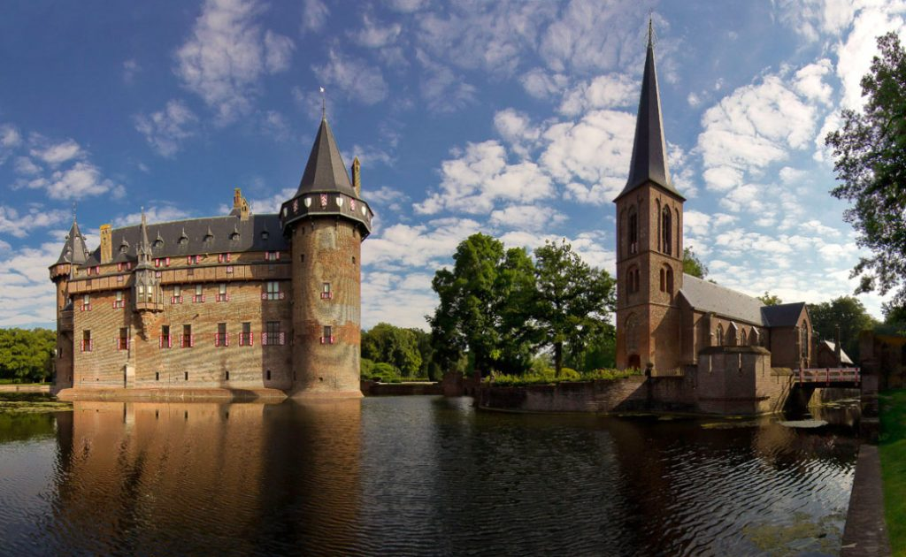 10 Day Trips from Amsterdam in Fall - fun places to go in Holland in Autumn: Kasteel de Haar